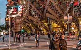 """Giữa tâm đại dịch viêm phổi Vũ Hán, """"thánh địa"""" sòng bạc Macao từng tấp nập khách du lịch giờ đây như """"thành phố ma"""" lạnh lẽo và vắng bóng người"""