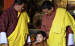 """Hoàng tử Rồng của Bhutan mừng sinh nhật 4 tuổi, gây bất ngờ về vẻ ngoại hình và sự vắng mặt bất thường của Hoàng hậu """"vạn người mê"""""""