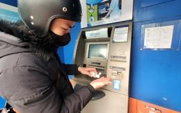 Tiếp xúc hàng trăm người/ngày nhưng ATM không có nước sát khuẩn, cồn rửa tay phòng Covid-19