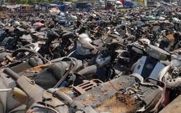 Đưa hơn 500 xe máy 'phơi nắng' nhiều năm đi tiêu hủy