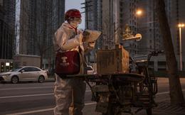 """Chuyện về người """"chở hy vọng"""" ở Vũ Hán trong những ngày phong thành: Vất vả, tiềm ẩn nguy cơ nhiễm bệnh cao"""