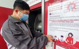 Trang bị nước rửa tay sát khuẩn cho cây ATM phòng dịch Covid - 19