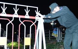 [ẢNH] Công an tháo gác chắn, lều bạt dã chiến ở Sơn Lôi lúc nửa đêm