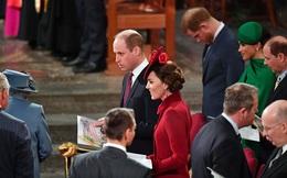 Điều ít biết đằng sau khoảnh khắc Hoàng tử Harry cúi gằm mặt còn Meghan mỉm cười hoàn hảo khi Nữ hoàng Anh xuất hiện tại buổi chia tay