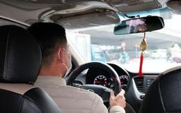 Giật mình thon thót giữa mùa dịch, tài xế taxi vẫn không dám từ chối đón khách