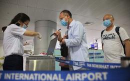 Tạm dừng nhập cảnh với người gốc Việt Nam có giấy miễn thị thực