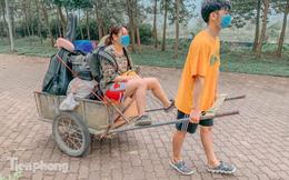 Sinh viên dùng xe bò chở đồ đạc 'nhường' ký túc xá làm khu cách ly