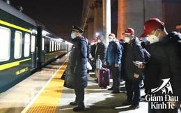 """Trung Quốc vực dậy kinh tế giữa COVID-19: Tàu hỏa, máy bay đón lao động """"từ cửa nhà đến cổng nhà máy"""""""