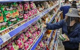 """Phóng sự ảnh: Hàng hóa đầy ắp siêu thị trước thời khắc """"cách ly toàn xã hội"""""""