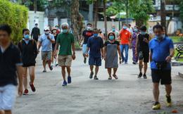 Người dân Sài Gòn vô tư tập trung hóng mát và tập thể dục trong ngày đầu tiên cách ly toàn xã hội