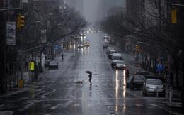 Chùm ảnh đẹp nhưng buồn đến lặng người: Thành phố New York nhộn nhịp bỗng hóa ảm đạm trong những ngày Covid-19 bao trùm