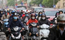 Hà Nội: Người dân lại đổ ra đường, có nơi ùn tắc nhẹ dù đang cách ly xã hội