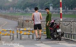 Tập thể dục trên đường đi bộ dài nhất Hà Nội, người dân được 'mời' quay về nhà