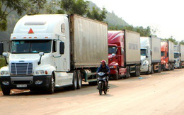 """Trung Quốc siết thông quan, 2.600 xe hàng """"tắc"""" ở cửa khẩu"""