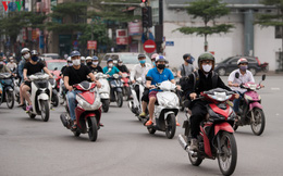 Ngày thứ 11 cách ly xã hội: Nhiều người Hà Nội vẫn chủ quan ngoài đường