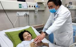 """Sản phụ ngưng tim 2 lần được các bác sỹ BV Bạch Mai ép tim ngay trên cáng cấp cứu: """"Tôi như trở về từ cõi chết"""""""
