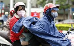 Sáng đầu tuần, người Hà Nội túa ra đường đông bất chấp mưa, rét và lệnh cách ly xã hội