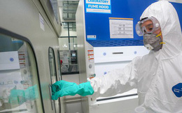 Chiếc máy thở đầu tiên do Vingroup sản xuất đã được chuyển đến Bộ Y tế