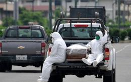 Ecuador giữa dịch Covid-19: Người dân mòn mỏi chờ nhận thi thể người thân, cảnh sát lại thu thập hơn 1.400 quan tài chờ được chôn cất