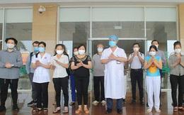 Hai bệnh nhân mắc Covid-19 phải thở máy cùng 15 bệnh nhân khác được xuất viện