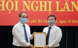 Trao quyết định phê chuẩn Phó Chủ tịch UBND TPHCM đối với ông Dương Anh Đức