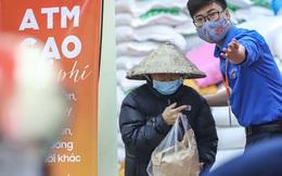 Máy ATM nhả gạo ở Nghĩa Tân (Hà Nội) hoạt động trở lại, tăng cường an ninh hỗ trợ tối đa người dân đến nhận gạo miễn phí