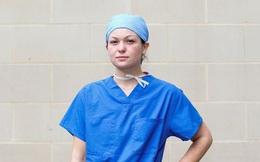Nữ y tá ở tuyến đầu chống dịch Covid-19: 'Đã từng thấy biết bao người qua đời nhưng đây là lần đầu tiên tôi phải lau nước mắt cho bệnh nhân'