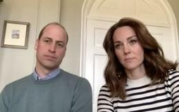 """Trong khi Meghan đi phát thức ăn từ thiện, vợ chồng Công nương Kate """"chiếm sóng"""" bằng cuộc phỏng vấn cởi mở, chia sẻ suy nghĩ về gia đình hoàng gia"""
