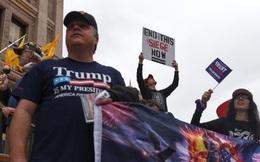 Bất mãn vì ở nhà chống COVID-19, dân Mỹ biểu tình đòi ngừng giãn cách xã hội