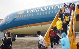 Vì sao giá vé máy bay bất ngờ tăng cao?