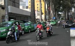 TPHCM cho phép taxi, xe hợp đồng dưới 9 chỗ hoạt động trở lại