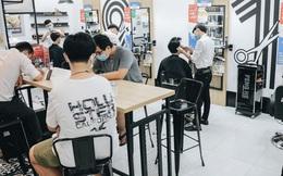 Người Sài Gòn đổ xô đi cắt tóc sau 3 tuần giãn cách xã hội, tiệm tóc phải từ chối khách vì quá đông