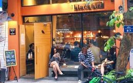 """Cuối tuần đầu tiên sau cách ly kèm combo trời trở lạnh: Giới trẻ Hà Nội rủ nhau đi cafe """"chém gió"""" nhưng chỉ lác đác, không tập trung quá đông"""