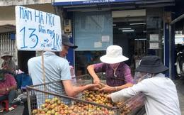 Mận Hà Nội vào Sài Gòn, giá 'loạn cào cào'