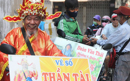 """Chuyện ông """"thần tài"""" đi khắp Sài Gòn để bán vé số may mắn: """"Có người nói tôi việc nhà không xong mà bày đặt đi giúp người nghèo"""""""