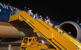 Đón 340 công dân từ Hoa Kỳ hạ cánh xuống sân bay Vân Đồn an toàn
