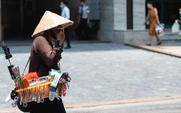 """Chùm ảnh: 1 ngày trước khi tạm hạ nhiệt, Hà Nội nắng nóng như """"chảo lửa"""", người dân chật vật mưu sinh dưới nhiệt độ gay gắt"""