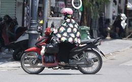 Ảnh: Người dân Thủ đô vật vã chống chọi với nắng nóng kinh hoàng, trùm cả mảnh vải hay đội khăn ướt để giải nhiệt