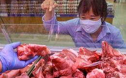 """Chủ nhật 10/5: Giá thịt lợn tại các chợ dân sinh vẫn cao, người tiêu dùng """"đỏ mắt"""" mong ngày giảm giá"""