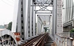 Những nhát búa đầu tiên tháo dỡ cầu trăm tuổi bắc qua sông Sài Gòn
