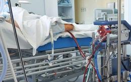 BS kể chuyện điều trị bệnh nhân Covid-19 nặng: 8 người thay nhau ép tim, rã rời tay!