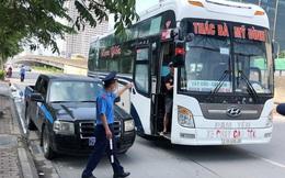 Xe khách 'rùa bò' ở Hà Nội bỏ chạy khi bị kiểm tra