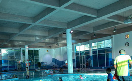 Ảnh: Nhiều bể bơi ở Hà Nội vắng vẻ dù thời tiết nắng nóng gay gắt