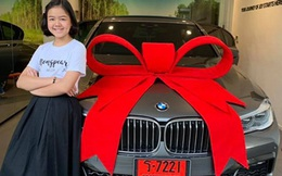 """""""Con nhà người ta"""": YouTuber người Thái 12 tuổi tự mua BMW 7-Series làm quà sinh nhật, 11 tuổi được lựa chọn là nghệ sĩ trang điểm tại London Fashion Week"""