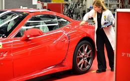 """Nhân viên Ferrari bán xe """"tiền tỷ"""" như thế nào? Họ kiếm được bao nhiêu mỗi năm?"""