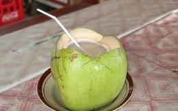 Nước dừa giúp phụ nữ trẻ hóa và ngừa bệnh trong mùa hè nhưng hãy nhớ kỹ: 6 nhóm người KHÔNG uống - 4 thời điểm TRÁNH dùng