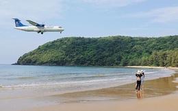 """Một sân bay ở Việt Nam khiến ai cũng """"khiếp vía"""" khi lần đầu nhìn thấy: Phi cơ hạ cánh ngay cạnh nơi du khách... tắm biển?"""