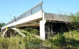 Cầu 32 tỷ 'lọt' giữa sông nhiều năm, đề xuất tăng vốn gấp ba lần làm đường dẫn