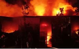 Cháy ngùn ngụt nhà kho 200m2 ở Thanh Trì, Hà Nội ngay trong đêm