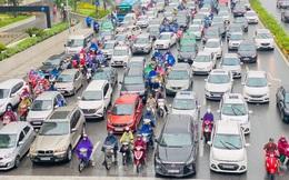 Đầu tuần dân công sở Hà Nội khổ sở vượt mưa gió, ùn tắc kéo dài